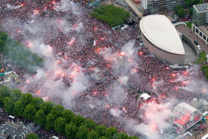 Beeld van de huldiging van Ajax op het Museumplein in 2011.