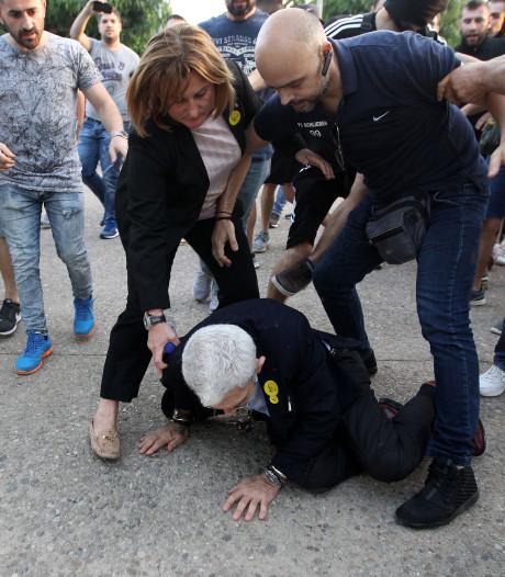 Nationalistische extremisten vallen Griekse burgemeester aan