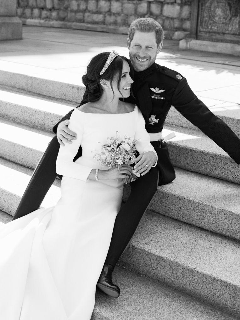 Prins Harry en Meghan Markle op de trappen van de East Terrace van Windsor Castle.