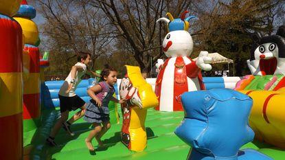 Klimmen en springen in gemeentelijk park