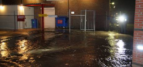 Waterleiding gesprongen in Waalwijk: zestien huizen zonder water