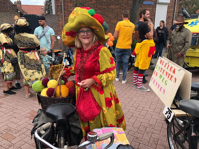 Hanneke Bommeljé uit Biggekerke rijdt voor de twintigste keer mee in de Solexrace Biggekerke. Ze miste alleen de eerste editie in 1999.