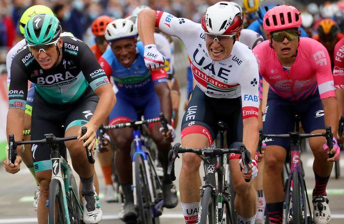 Philipsen wint de eerste etappe.
