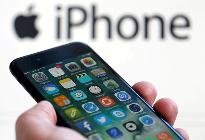 In het Steve Jobs Theater in Cupertino onthult Apple zijn nieuwe iPhones. Op de foto een oudere iPhone 7.