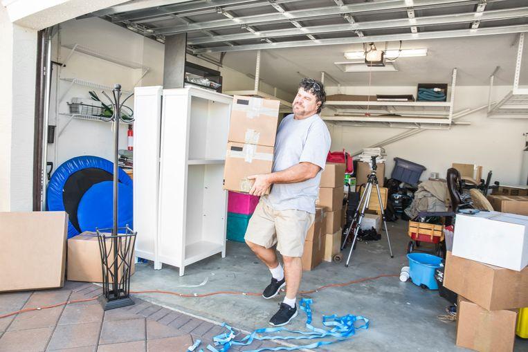De makkelijkste manier om plaats te besparen? Je ruimtes optimaal benutten. Dat doe je bijvoorbeeld door verticaal te werken: installeer kasten en rekken met meerdere verdiepingen.