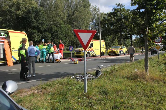 Meerdere ambulances ter plaatse bij het ongeval.