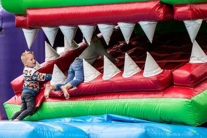 JV 1507019 Lathum Springkussen / begin van Kidspret Springkussen Festival dat deze week in Lathum wordt gehouden/ Foto : Jan Ruland van den Brink