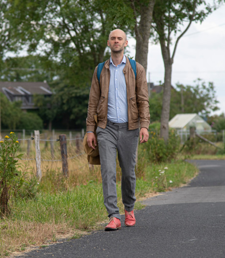 De oorlog iets van dode mensen? Bij Joe's Bridge in Lommel begint schrijver Jaap Robben te lopen