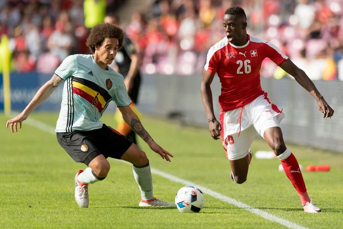 Denis Zakaria (ici avec Axel Witsel) est appelé à reprendre le rôle de Mahmoud Dahoud qui a filé au Borussia Dortmund, confirme le magazine spécialisé allemand Kicker.