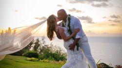 Na 12 jaar: Dwayne 'The Rock' Johnson intiem getrouwd op Hawaï