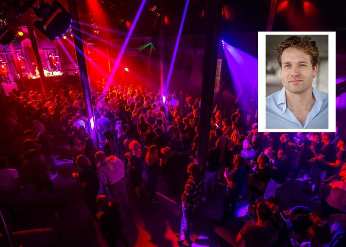 De VVD'er Vincent Karremans pleit voor confronterende billboards op festivals en eventueel ook afschrikkende teksten op tickets om drugsgebruikers bewust te maken van de criminele wereld achter het XTC-pilletje.