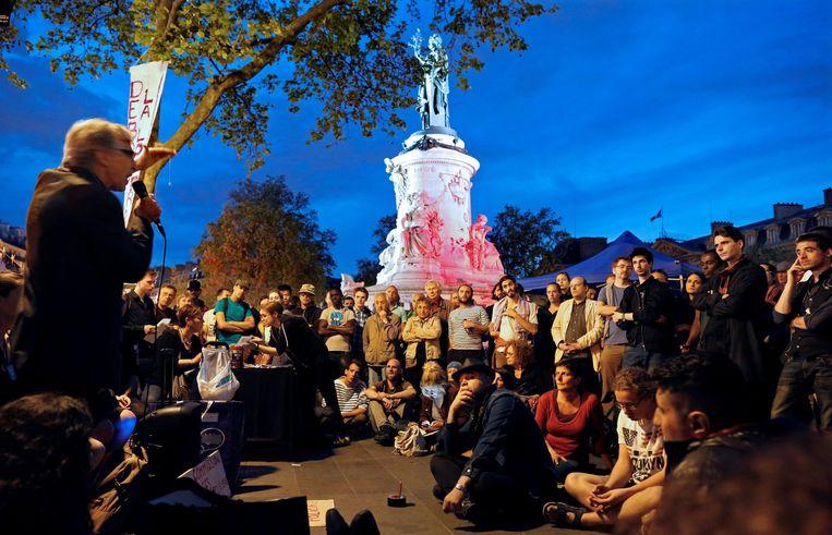 Een bijeenkomst van 'Nuit Debout', waar alle opvattingen welkom zijn. 'Mits ze niet seksistisch, racistisch, homofoob of transfoob zijn.' Beeld reuters