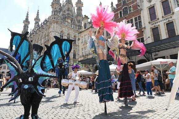 Meer dan 60 internationale straatartiesten kleurden de Langste Dag in Leuven