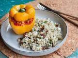 Wat Eten We Vandaag: Gevulde paprika met braadworst & parelcouscoussalade