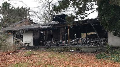 Uitgebrande villa wordt snel afgebroken