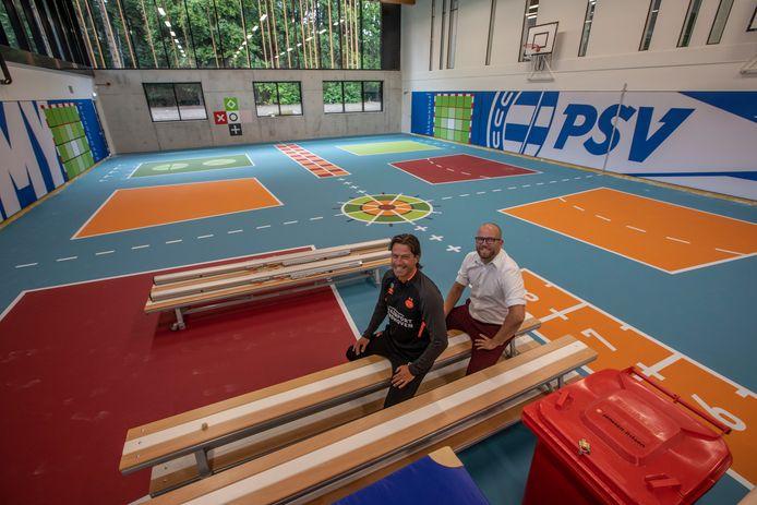 Ernest Faber (links) en Rick van Rooij zijn trots op het nieuwe jeugdcomplex van PSV.