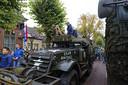 Kinderen rijden mee tijdens de herdenking in Gemonde