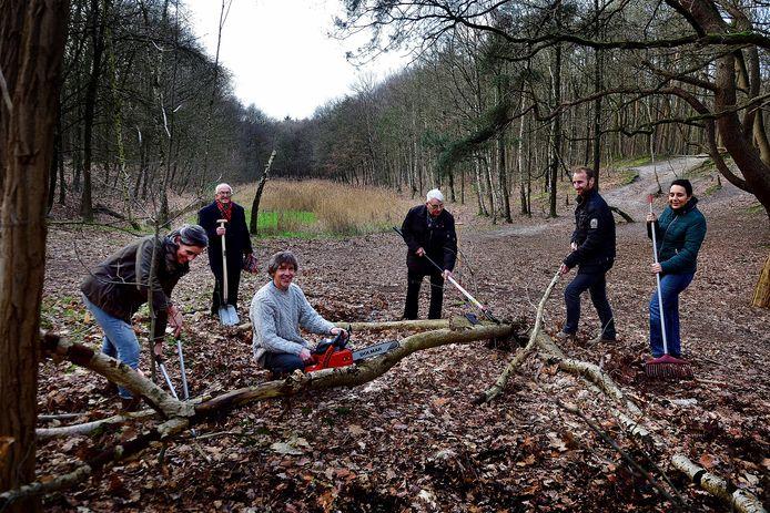 Foto uit februari van dit jaar. De toen net opgerichte Werkgroep Pagnevaart Bosschenhoofd had al 34 volgers. Vlnr Anja Bakker, Nol Krijnen, Erik Bakker, Geert de Rooij, Ralf Sandbergen en Mandy Stip.