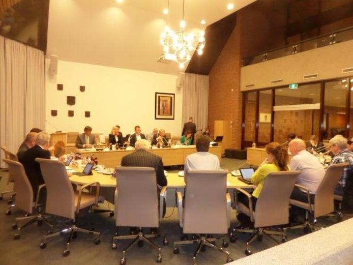 Een vergadering in het Woudrichemse gemeentehuis die wél doorging.