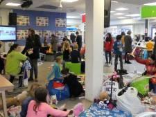 Leerlingen, ouders en docenten komen samen op de markt