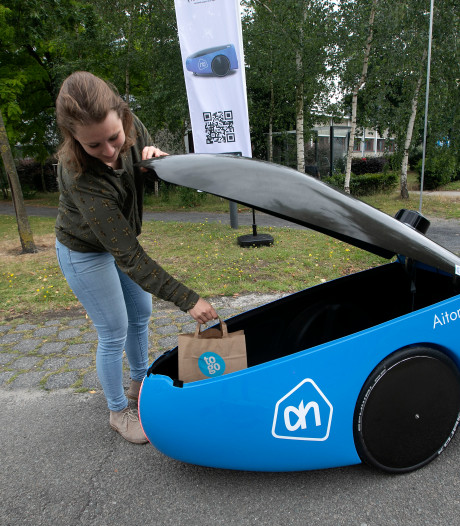 Robot van AH to Go bezorgt lunch op High Tech Campus Eindhoven