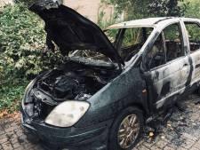 Weer autobrand in Deventer: vijfde brand in twee weken tijd