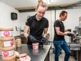 Hittegolf betekent extra zweten voor ijsmakers Eva en Jurgen