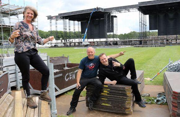 GMM-organisatoren Nadine Lornoy en Marc Van Geel met Paul Van Miert.