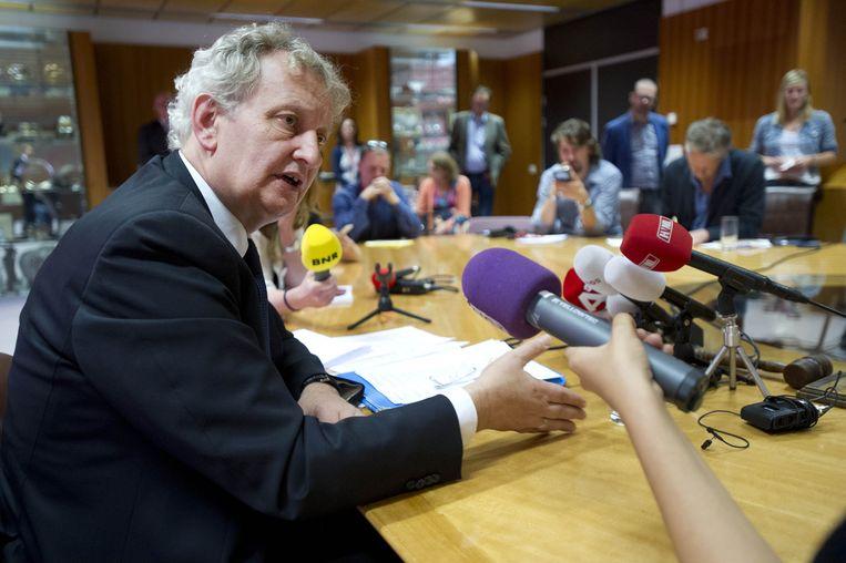 Burgemeester Eberhard van der Laan op 3 juli tijdens een persconferentie na de uitspraak van de bestuursrechter over de sinterklaasintocht. Hij beraadt zich op de mogelijkheid om tegen deze uitspraak in beroep te gaan bij de Raad van State. Beeld anp