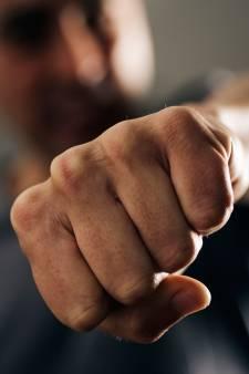 Man zwaar mishandeld in Weerselo: 'Laffe daad'