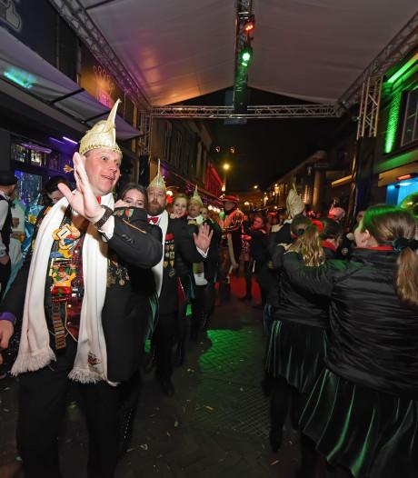 Fellere verlichting tijdens opstootjes carnaval
