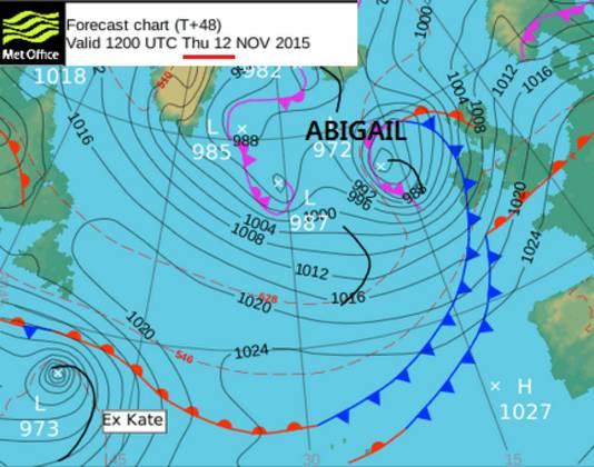 Een weerkaart van de UK MetOffice, de Britse weerdienst, met daarop storm Abigail (2015). Een vergelijkbaar kaartje met daarom de naam 'Piet' is later dit stormseizoen zomaar mogelijk.