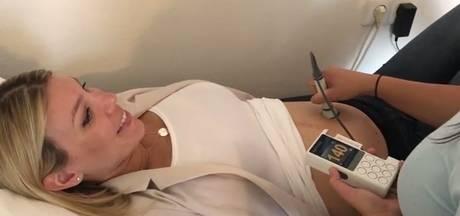 Simon filmt zwangerschapscontrole Annemarie