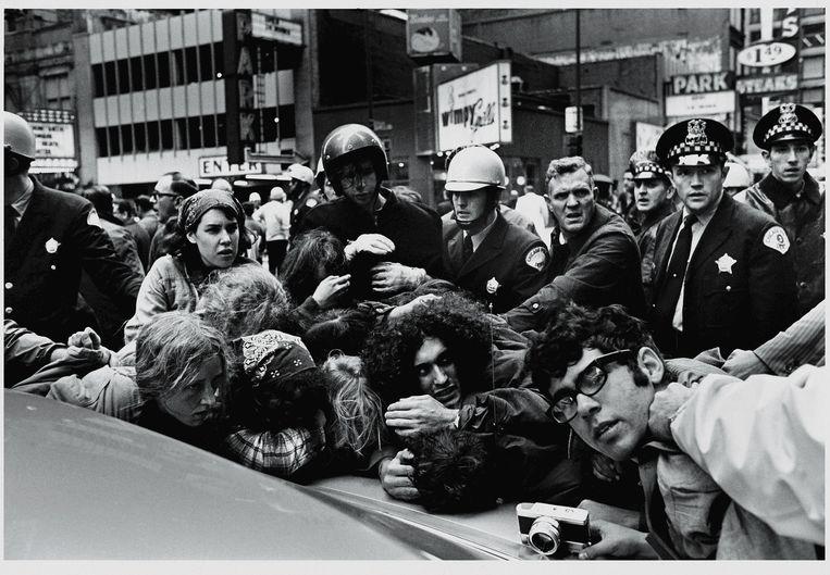 Arrestaties bij een protest van de Weatherman op 11 oktober 1969. Beeld Getty Images
