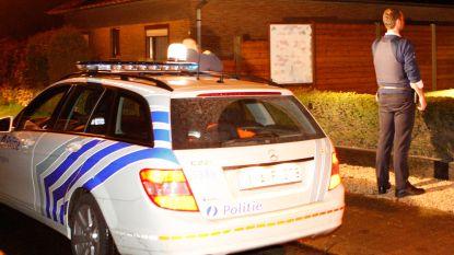 Bewoner gewekt door alarm, inbrekers vluchten weg