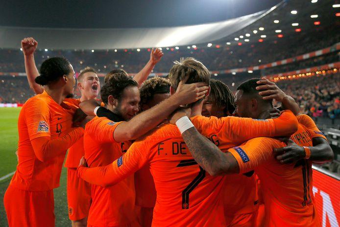 Oranje viert de 2-0 tegen wereldkampioen Frankrijk, november vorig jaar in de Kuip.