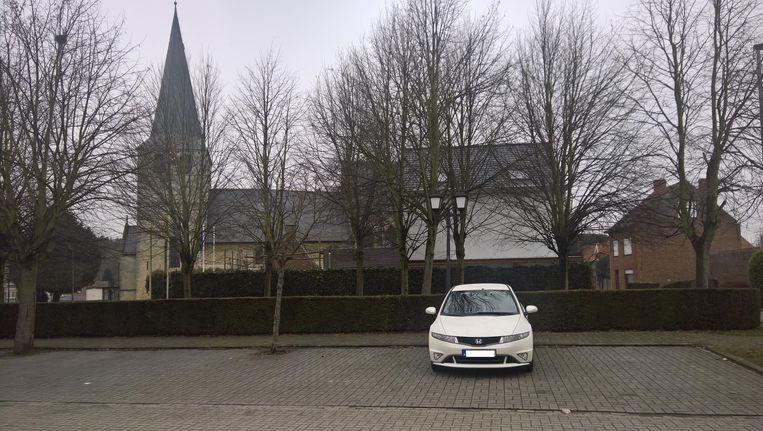 De vrouw werd gevonden in de Dalenstraat, ter hoogte van de kerk.