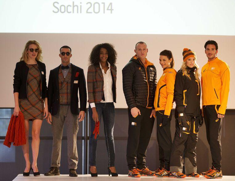 Modellen op de catwalk tijdens de kledingpresentatie voor zowel Olympic als Paralympic TeamNL, 100 dagen voor de Olympische Spelen in Sotsji. De kleding is ontworpen door ASICS en Suitsupply. Beeld anp