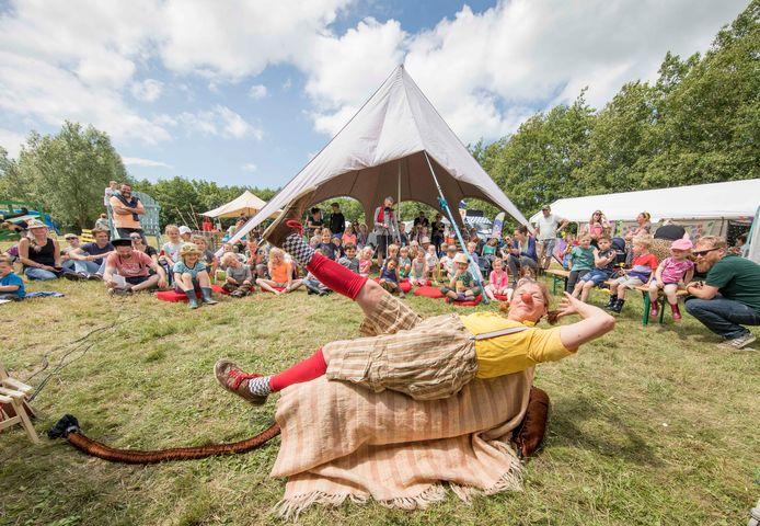 Clown Saar, één van de acts tijdens de vijfde editie van het Noord-Bevelandse festival EEF in juni van dit jaar.