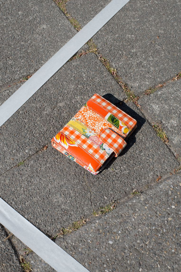 Aan de straatstenen niet kwijt: agendaomslag Kitsch Kitchen (1 euro). Beeld Annabel Miedema