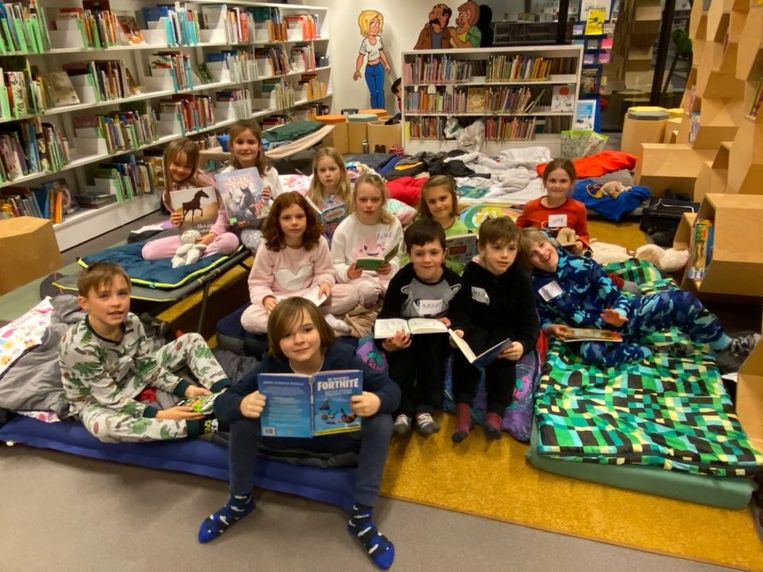 Van vrijdag op zaterdag sliepen de kinderen tussen de boeken.