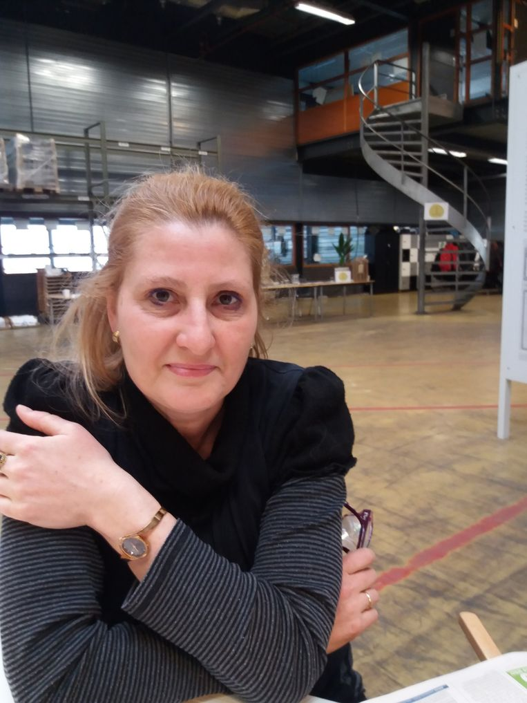 Jessica Hagoort: Omdat mensen niet meer zoveel in de kerk zitten, kan de krant de rol van de predikant een beetje overnemen.  Beeld TRBEELD