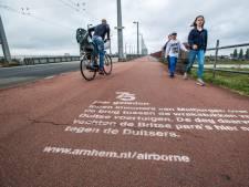 'Krijtgraffiti' vertelt passanten bijzondere verhalen van de Slag om Arnhem