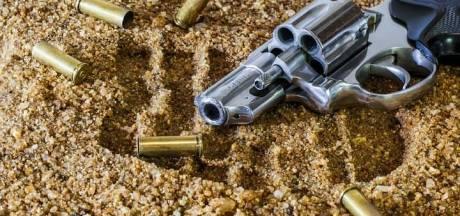 Twee aanhoudingen in Apeldoorn na  vondst vuurwapen in auto, bestuurder onder invloed van wiet