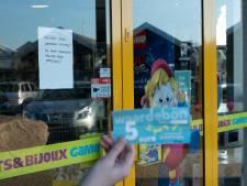 Zwols personeel Intertoys bekogeld door boze klanten, Wezep sluit eerder