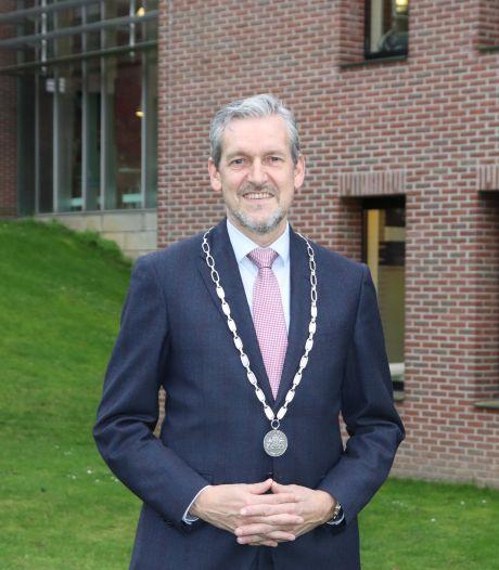 Rhenense gemeenteraad wil langer door met burgemeester Hans van der Pas