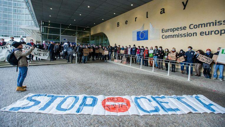 Protesten tegen het CETA-akkoord in Brussel. Beeld epa