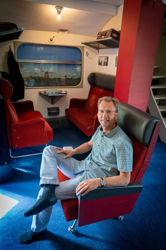 Renato met een kamer als treinwagon.