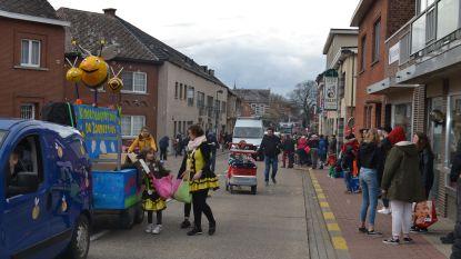 37 carnavalswagens voor stoet Zoutleeuw