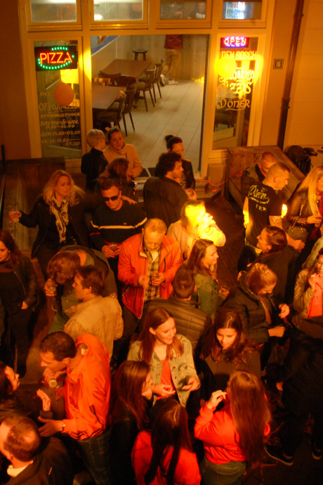 Koningsnacht in Den Bosch volop gevierd, hartverwarmende ode aan Avicii